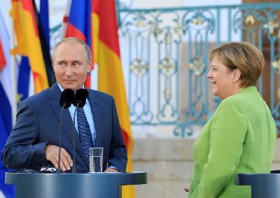 Merkel ugostila Putina u palati Meseberg