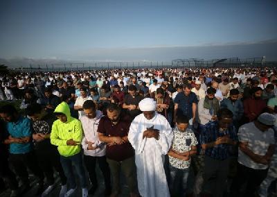 Nekoliko hiljada vjernika molitvu obavilo u centralnom parku