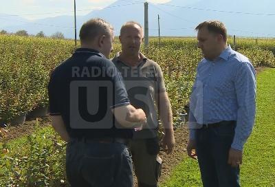 Ministar Dedić na plantaži Nusreta Sušića