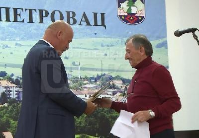 Nagradu Miši Mariću uručio načelnik Općine B.Petrovac