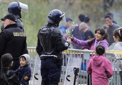 GP MALJEVAC: CVIJEĆE ZA POLICAJCA GRANIČNE POLICIJE OD DJEVOJČICE IZ TEHERANA