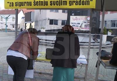 Potpisivanje peticije na Gradskom trgu