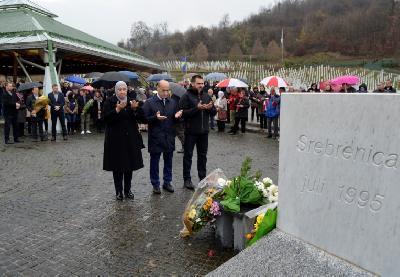 Polaganjem cvijeća i učenjem Fatihe obilježen Dan državnosti BiH