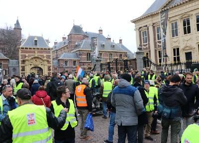 Holandski demonstranti se okupili ispred historijskih parlamentarnih zgrada