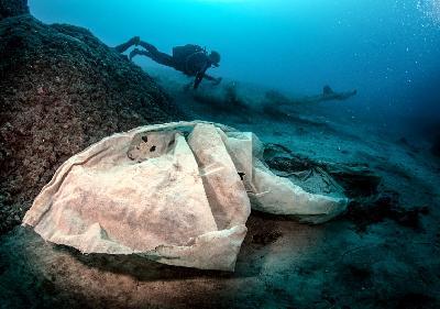 Svake godine u morima završe tone plastike