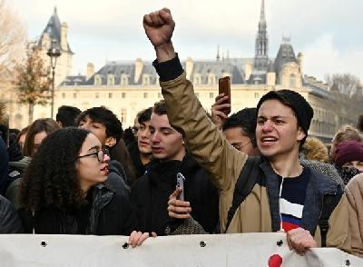 Učenici održali proteste zbog obrazovne politike predsjednika Macrona