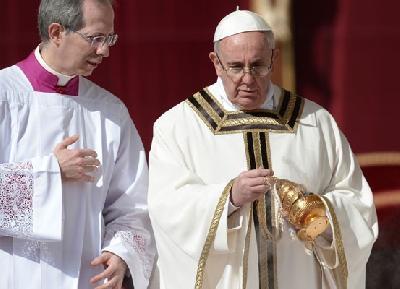 Papa Franjo uklonio tri kardinala iz svog neformalnog kabineta