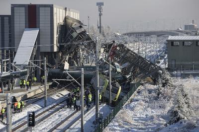 Brzi voz se sudario sa servisnom mašinom