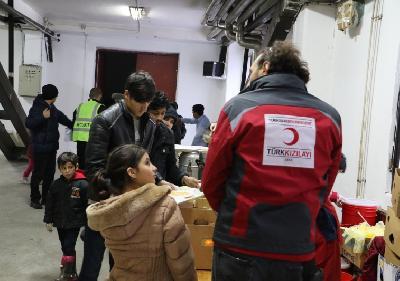 Ekipe Crvenog polumjeseca iz Turske aktivno pomažu migrantima