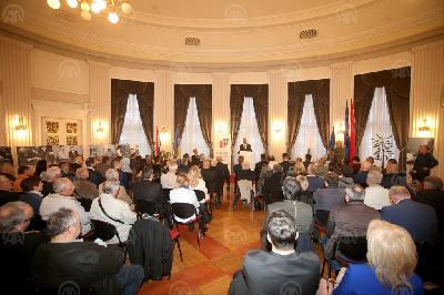 ZAGREB: OTVORENA IZLOŽBA PREDSJEDNIK IZBLIZA O ALIJI IZETBEGOVIĆU