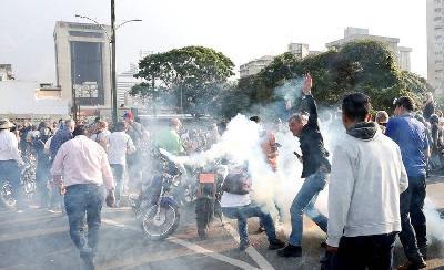 HAOTIČNO U VENECUELI: MADURO PROGLASIO SLOM OPOZICIJE, GUAIDO POZVAO NA NASTAVAK POBUNE