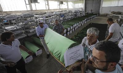 SANSKI MOST: IZ ŠEJKOVAČE ISPRAĆENI TABUTI S 86 PRIJEDORSKIH ŽRTAVA