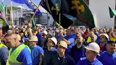 SARAJEVO: OKO 500 RUDARA PROTESTUJE ISPRED ZGRADE FEDERALNE VLADE