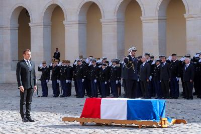 PARIZ: BROJNI SVJETSKI LIDERI I GRAĐANI SE OPROSTILI OD CHIRACA