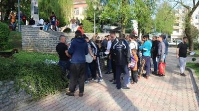 VELIKA KLADUŠA PRED EPIDEMIJOM ŠUGE, A POLICIJA TJERA LJEKARE BEZ GRANICA KOJI LIJEČE MIGRANTE