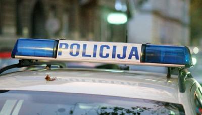 MIGRANTKINJA SE PORODILA NASRED PUTA, POMOGLI JOJ POLICAJCI