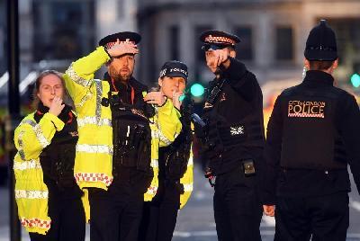 U PUCNJAVI NA LONDONSKOM MOSTU POLICIJA NEUTRALIZIRALA IZGREDNIKA