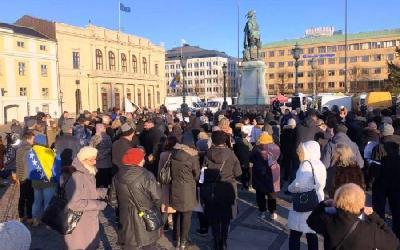 BOSANCI I HERCEGOVCI PROTESTOVALI U GÖTEBORGU ZBOG DODJELE NOBELOVE NAGRADE PETERU HANDKEU