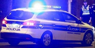 HRVATSKA: UHVAĆEN U KRIJUMČARENJU LJUDI, DOK JE BJEŽAO KOMBIJEM UDARIO U POLICIJSKO VOZILO