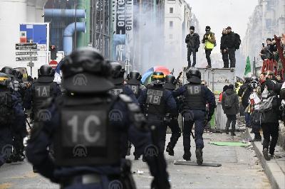 PROTESTI U FRANCUSKOJ: U SUKOBU DEMONSTRANATA I POLICIJE UHAPŠENE TRI OSOBE