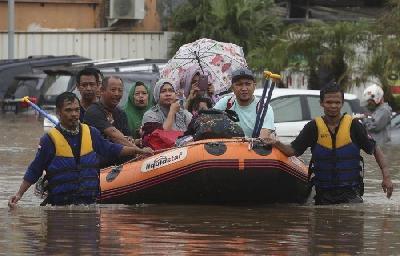 INDONEZIJA: BROJ STRADALIH U POPLAVAMA I KLIZIŠTIMA PORASTAO NA 43