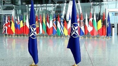 NATO PRIVREMENO OBUSTAVLJA AKTIVNOSTI OBUKE U IRAKU