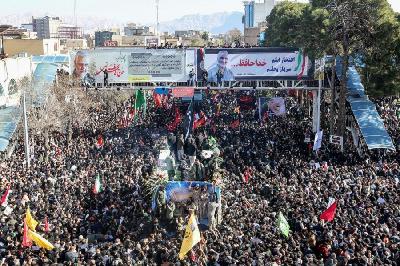 UZNEMIRUJUĆE: STAMPEDO NA DŽENAZI IRANSKOM GENERALU, DESETINE MRTVIH I POVRIJEĐENIH