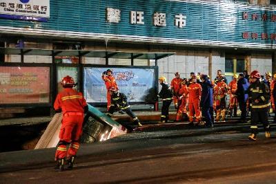 STRAVIČNA NESREĆA U KINI: OGROMNA RUPA U KINESKOM GRADU