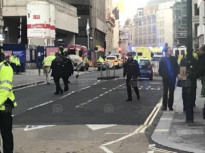 TERORISTIČKI NAPAD U LONDONU: POLICIJA UBILA NAPADAČA KOJI JE NOŽEM NAPAO VIŠE OSOBA