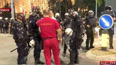 STEFANOVIĆ: POVRIJEĐENO 19 POLICAJACA I 17 DEMONSTRANATA TOKOM NEREDA U SRBIJI