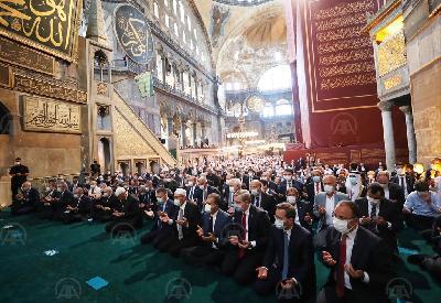 PRVI DŽUMA-NAMAZ NAKON 86 GODINA U AJA SOFIJI OKUPIO MUSLIMANE IZ RAZLIČITIH DIJELOVA SVIJETA