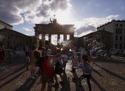 UBLAŽAVANJE MJERA NAKON VIŠEMJESEČNIH OGRANIČENJA: TURISTI SE VRAĆAJU U BERLIN