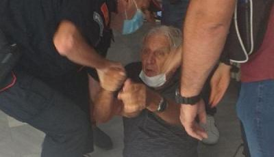 INCIDENTI NA BIRAČKIM MJESTIMA U PODGORICI I NIKŠIĆU: POLICAJCI STARCA (80) VUKLI PO PODU I ODVELI SA BIRAČKOG MJESTA