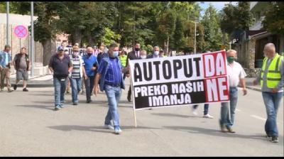 KOZARAC: MJEŠTANI IZRAZILI PROTEST ZBOG NAJAVLJENE TRASE AUTOPUTA BANJA LUKA - PRIJEDOR