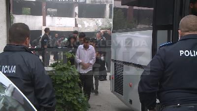 BIHAĆ: U RUŠEVNOM OBJEKTU KRAJINAMETALA POLICIJA JUTROS PRONAŠLA IZMEĐU 350 I 400 ILEGALNIH MIGRANATA