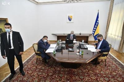 KOMŠIĆ I DŽAFEROVIĆ GLASALI DA BIH PRIZNA KOSOVO, DODIK OČEKIVANO BIO PROTIV