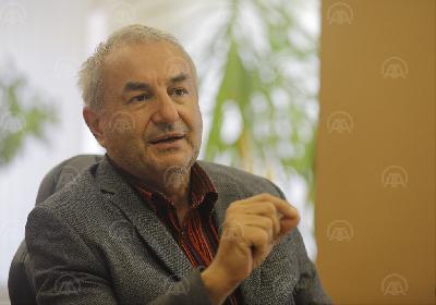 DR. ŠEKIB SOKOLOVIĆ: OSIM PLUĆA COVID-19 NAPADA I SRCE, BORAVITI NA ČISTOM ZRAKU