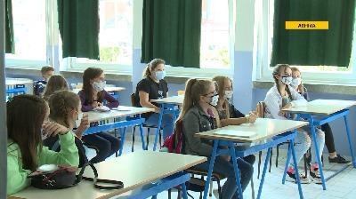 ŠKOLSTVO U USK: DOK UČENICI ODMARAJU, NASTAVNICI SE STRUČNO USAVRŠAVAJU