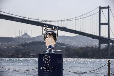 USRED KRIZE OKO SUPER LIGE: U ISTANBULU IZLOŽEN TROFEJ UEFA LIGE PRVAKA