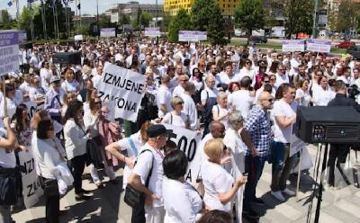 DOKTORI NAJAVLJUJU NOVE PROTESTE: TRAŽIMO DA VLADA FBIH DO KRAJA MJESECA USVOJI NAŠE ZAHTJEVE