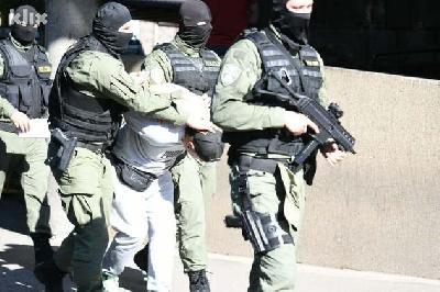 UHAPŠENO 29 OSOBA TOKOM POLICIJSKIH PRETRESA U TRI KANTONA, TRAGA SE ZA JOŠ TRI