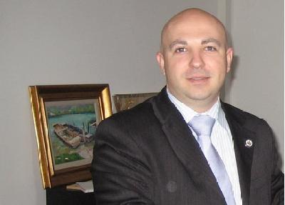 AMERIČKI UNIVERZITET U TUZLI: 'OSMICA' U DIPLOMI, DENIS PRCIĆ U PRITVORU