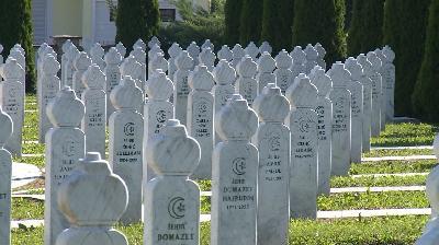 PREŽIVJELE ŽRTVE O KULTURI PAMĆENJA: ISTINU O GENOCIDU I RATNIM ZLOČINIMA U BIH UVESTI U OBRAZOVNI PROCES