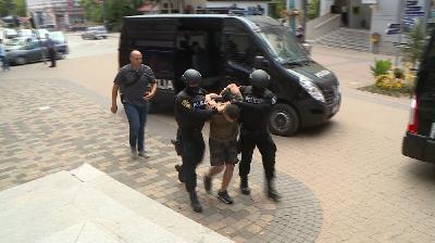 BIHAĆ: POLICIJSKI SLUŽBENICI PRIVELI TRI OSOBE ZBOG POSJEDOVANJA VEĆE KOLIČINE KANABISA