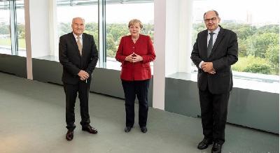 DEUTSCHE WELLE O BERLINSKOM SASTANKU: PRIMOPREDAJA OHR ŠTAFETE U KANCELARSKOM UREDU