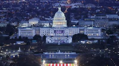 SAD: PREDAO SE MUŠKARAC KOJI JE TVRDIO DA SE BOMBA NALAZI U BLIZINI ZGRADE KONGRESA
