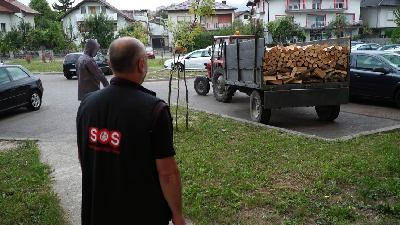 HUMANITARNA JE ORGANIZACIJA 'SOS BALKANROUTE AUSTRIJA' OBEZBIJEDILA OGRJEV ZA 11 SOCIJALNO UGROŽENIH PORODICA