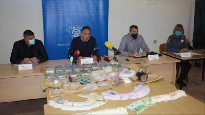 HRVATSKA POLICIJA: UHAPŠENO 11 OSOBA U AKCIJI RAZBIJANJA LANCA TRGOVINE DROGOM IZ BIH U HRVATSKU